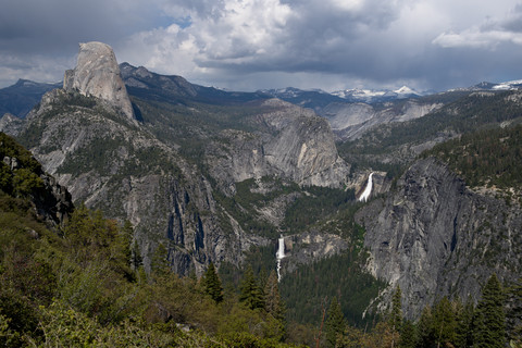 Yosemite - Glacier Point to Illilouette Falls - May 2016